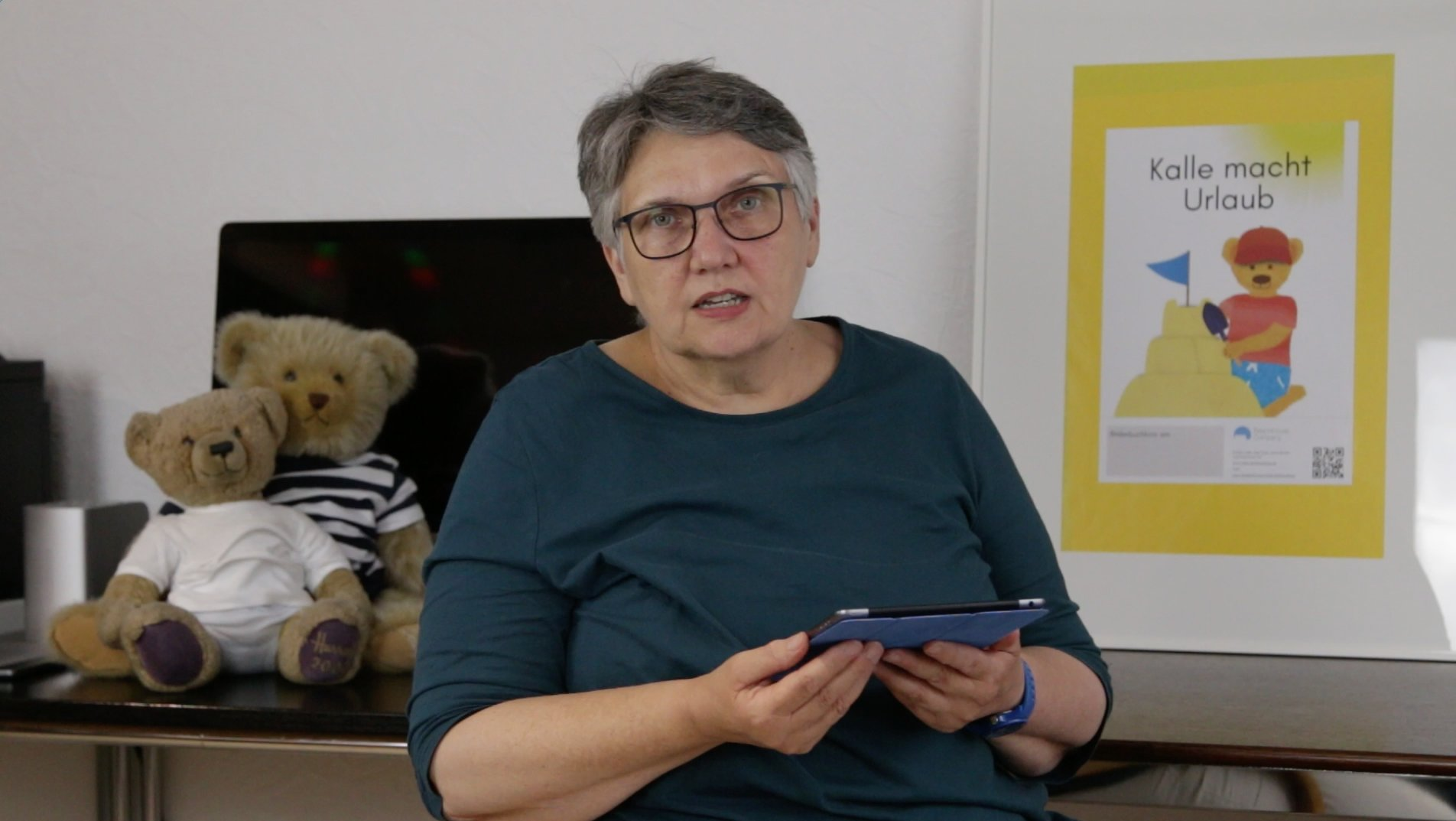 Die Autorin Hanne Lore liest eine Extra Geschichte zum Kinderbuch Kalle macht Urlaub.