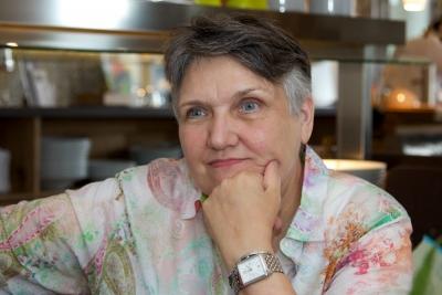 Hanne Lore, die Autorin der Kinderbücher mit Kalle - Der kleine Bär. Die Bücher erscheinen beim Verlag Beachhouse Company.